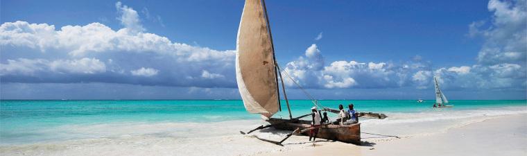 Voilier sur la plage de Zanzibar en voyage en Tanzanie